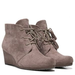 DR. SCHOLL'S Dakota Wedge Ankle Boots in Stucco 7W